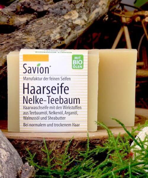 Savion Haarwaschseife Nelke-Teebaumöl auf Teller