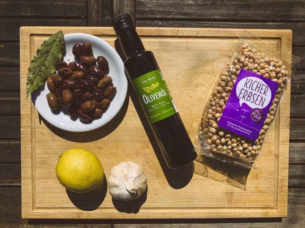 Zutaten für Hummus mit Oliven